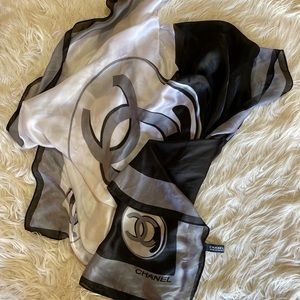 CHANEL Accessories - Chanel shawl made of 100% Silk
